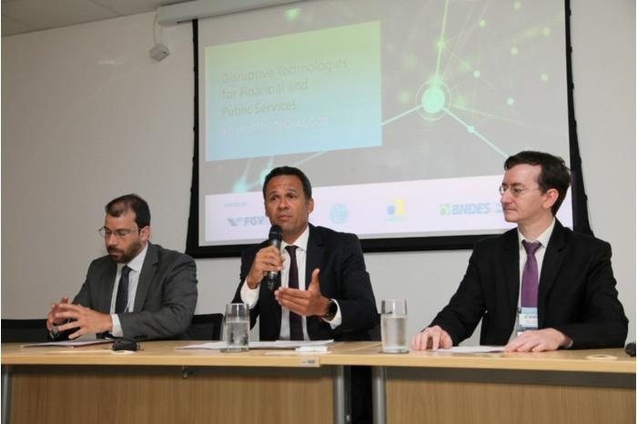 Blockchain: Especialistas discutem vantagens da tecnologia em serviços públicos e financeiros